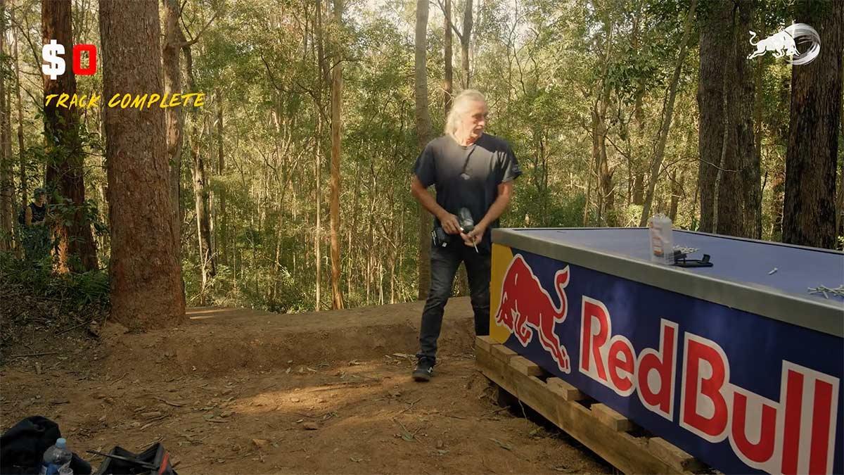 Vídeo: 7 días y 7.000$ para la última locura de Red Bull