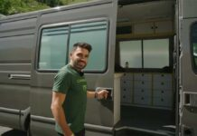 Video-Asi-es-la-furgoneta-camper-personalizada-para-las-competiciones-de-Edgar-Carballo