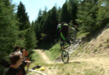 Video-Las-salvadas-y-caidas-mas-dolorosas-de-la-Copa-de-Descenso-en-mountain-bike-Italiana
