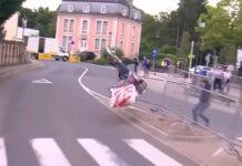 Vídeo: Así partió la bicicleta Trek de Baucke Mollema tras derrapar en la crono del Tour de Luxemburgo