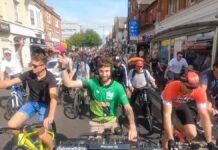"""la Rave en bicicleta fue tal, que algunos anuncian ya su defunción. Este tipo de fiestas """"clandestinas o ilegales"""""""