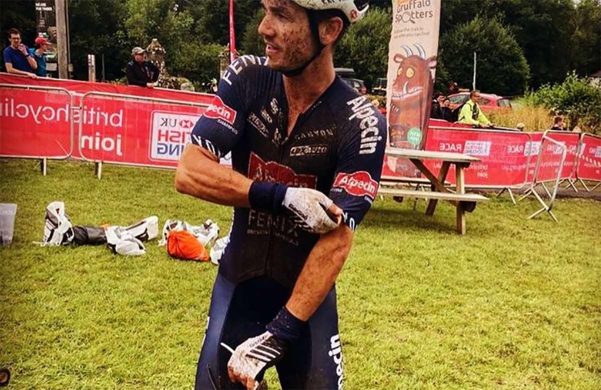 A-punta-de-machete.-4-encapuchados-roban-la-bici-del-ciclista-profesional-del-Alpecin-Fenix-Alex-Richardson