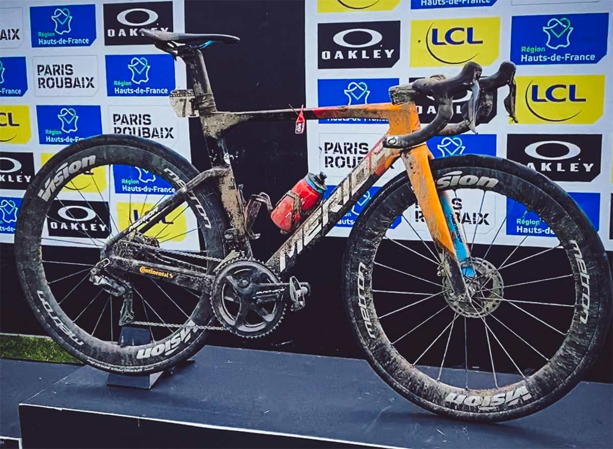 El-ganador-de-la-Paris-Roubaix-uso-ruedas-tubeless-de-32-a-baja-presion