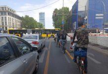 Existen-los-ciclistas-arrogantes-o-sobervios-semaforo-carril-bici-ciudad