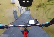 Un policía pone 850 multas cada semana a ciclistas utilizando el teléfono móvil