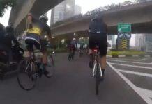 Video-tres-segundos-tardan-en-robarle-el-movil-a-este-ciclista-sin-bajarse-de-la-bicicleta-indonesia-jakarta-smartphone